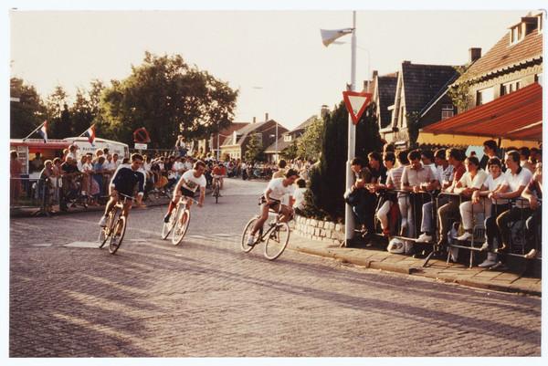 04 De befaamde bocht bij de Molenstraat 1983